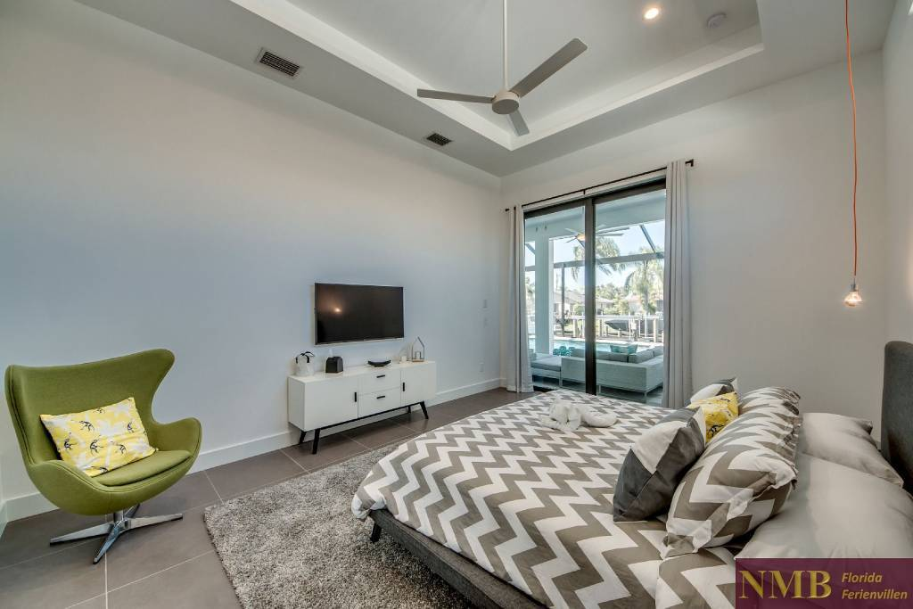 Ferienhaus_Sweet_Greta_Cape_Coral_Master_Bedroom_