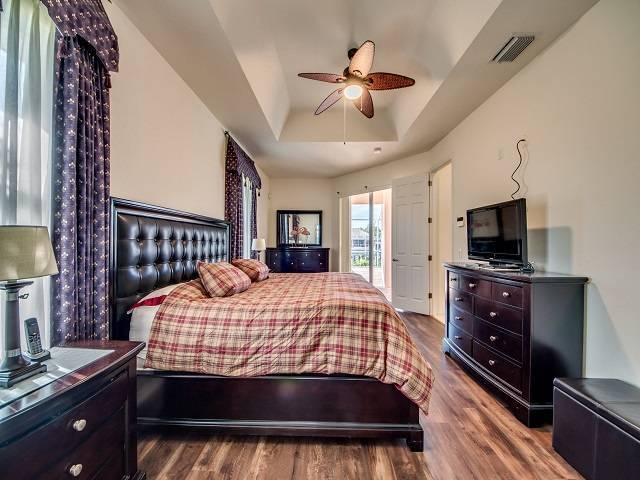 -Masterbedroom
