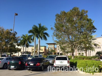 Coastland Center Naples